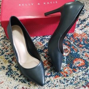 Kelly & Katie Astivia Pump Black NIB 9